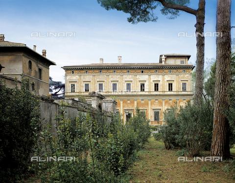 FCP-S-FAR000-0011 - Villa La Farnesina in Rome, the south side from the Farnese Graden - Data dello scatto: 2003 - Franco Cosimo Panini Editore © Management Fratelli Alinari