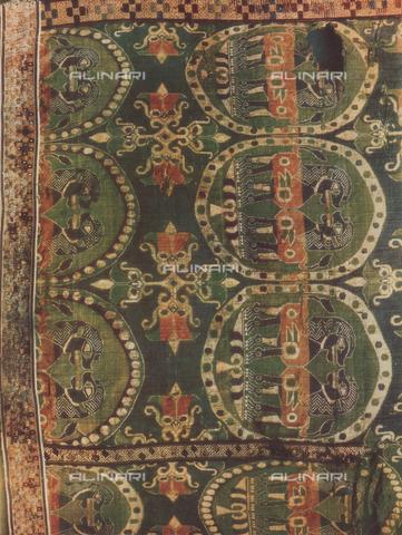 FDC-F-000459-0000 - Tessuto con raffigurati dei leoni; opera di arte orientale conservata nei Musei Vaticani a Città del Vaticano