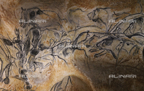 FIA-F-051995-0000 - Lions and bisons, charcoal, red ocher, upper Paleolithic art, Chauvet cave - Fine Art Images/Alinari Archives, Firenze