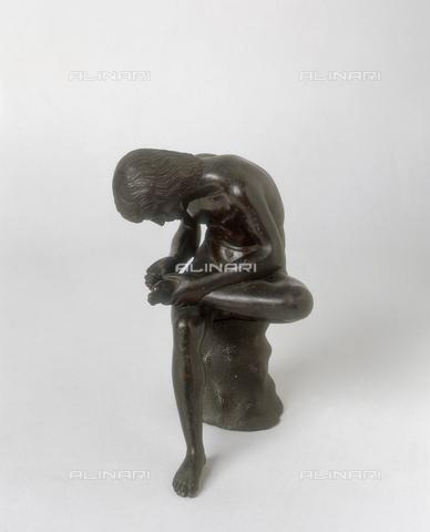 """FIN-S-MGE000-0281 - The Spinario, bronze sculpture by Pier Jacopo Alari Bonacolsi, also known as """"l'Antico"""", conserved at the Galleria Estense in Modena - Reproduced with the permission of Ministero per i Beni e le Attività Culturali / Finsiel/Alinari Archives"""