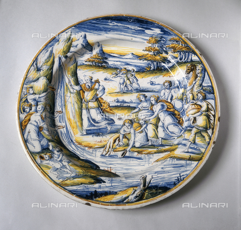 FIN-S-MGE000-0310 - Polychrome ceramic bowl depicting Moses drawing water from the rock in the desert, work from the school of Virgiliotto Calamelli, conserved at the Galleria Estense in Modena - Reproduced with the permission of Ministero per i Beni e le Attività Culturali / Finsiel/Alinari Archives