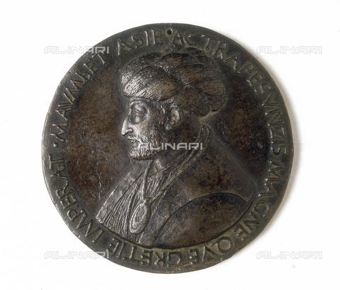 FIN-S-MGE000-263A - Medal depicting the Ottoman sultan Mehmet II: recto, work by Bertoldo di Giovanni, conserved at the Galleria Estense in Modena - Reproduced with the permission of Ministero per i Beni e le Attività Culturali / Finsiel/Alinari Archives