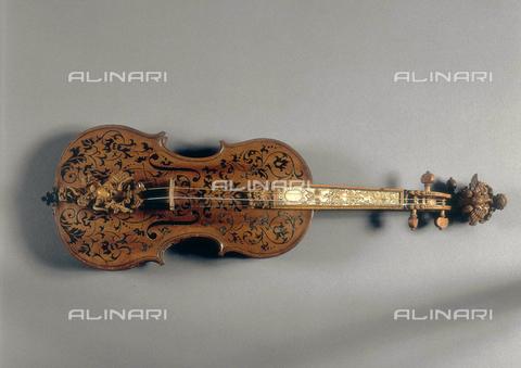 FIN-S-MGE000-314A - Violin, work by Domenico Galli, conserved at the Galleria Estense in Modena - Reproduced with the permission of Ministero per i Beni e le Attività Culturali / Finsiel/Alinari Archives