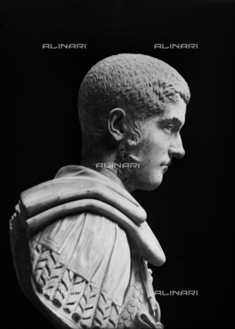 FPA-F-002739-0000 - Male Roman bust, National Archaeological Museum, Venice - Date of photography: 1945 ca. - Alinari Archives-Fiorentini Archive, Florence