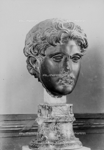 FPA-F-002742-0000 - Basalt male head, National Archaeological Museum, Venice - Date of photography: 1945 ca. - Alinari Archives-Fiorentini Archive, Florence