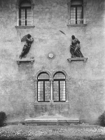 FPA-F-004050-0000 - Annunciation, bronze, Girolamo Campagna (1522-1623), cloister, Castelvecchio Civic Museum, Verona - Date of photography: 1940 ca. - Alinari Archives-Fiorentini Archive, Florence