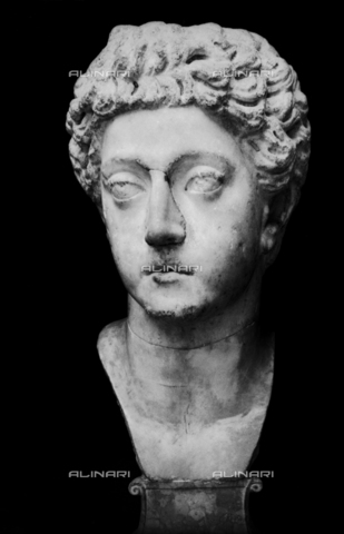 FPA-F-004729-0000 - Portrait of young Commodus, marble, National Archaeological Museum, Venice - Date of photography: 1940 ca. - Alinari Archives-Fiorentini Archive, Florence