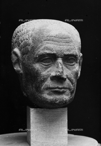 FPA-F-004735-0000 - Male head, basalt, National Archaeological Museum, Venice - Date of photography: 1940 ca. - Alinari Archives-Fiorentini Archive, Florence