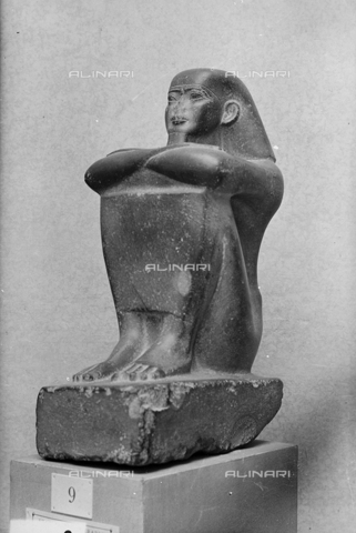 FPA-F-004822-0000 - Cube-shaped Egyptian statue, National Archaelogical Museum, Venice - Date of photography: 1945 ca. - Alinari Archives-Fiorentini Archive, Florence