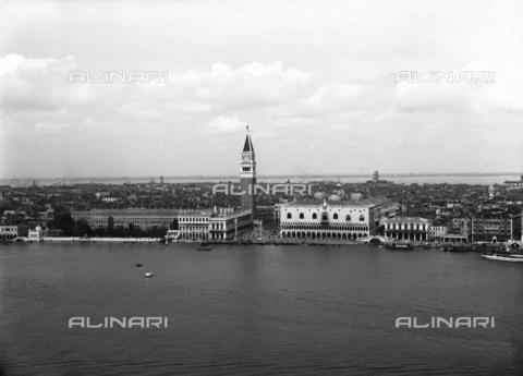 FVA-S-000045-0008 - San Marco's panorama from the island of San Giorgio; Venice - Data dello scatto: 1950-1955 - Archivi Alinari, Firenze