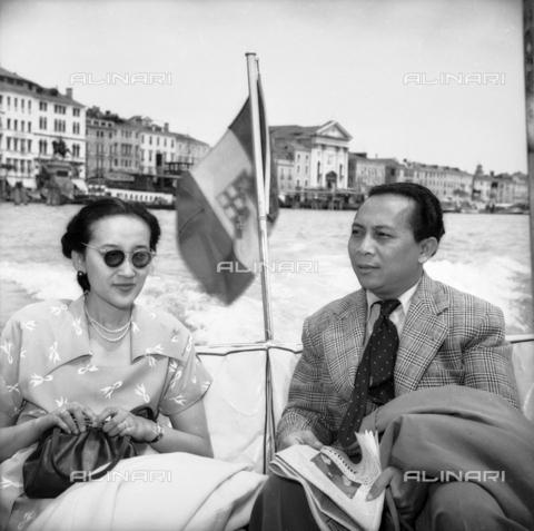 FVA-S-208000-0253 - Couple visiting Venice - Data dello scatto: 1950 ca. - Archivi Alinari, Firenze