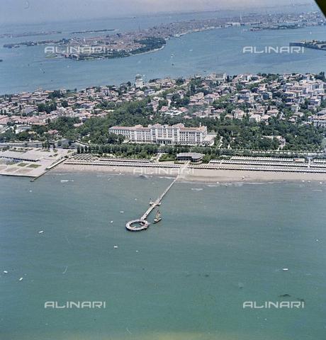 FVA-S-256000-0167 - Veduta aerea del litorale, Venezia - Data dello scatto: 1950 ca. - Archivi Alinari-donazione Ferruzzi, Firenze