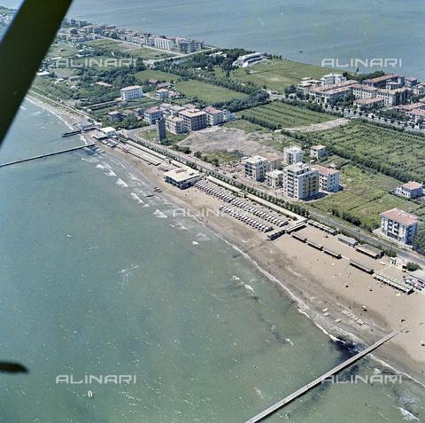 FVA-S-256000-0170 - Veduta aerea del litorale, Venezia - Data dello scatto: 1950 ca. - Archivi Alinari-donazione Ferruzzi, Firenze