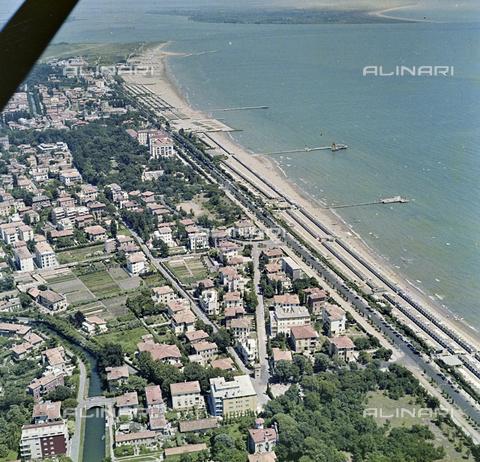 FVA-S-256000-0171 - Veduta aerea del litorale, Venezia - Data dello scatto: 1950 ca. - Archivi Alinari-donazione Ferruzzi, Firenze