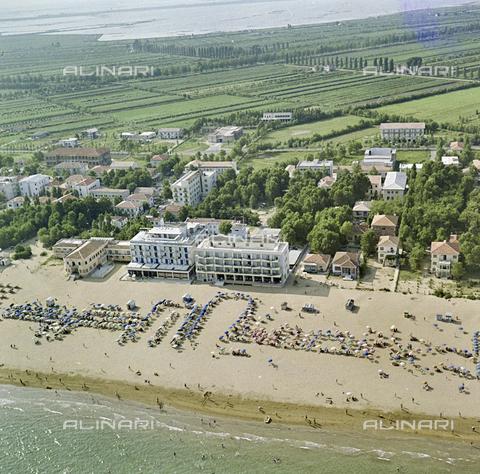 FVA-S-256000-0175 - Veduta aerea del litorale, Venezia - Data dello scatto: 1950 ca. - Archivi Alinari, Firenze