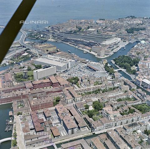 FVA-S-256000-0183 - Veduta aerea di Venezia - Data dello scatto: 1950 ca. - Archivi Alinari, Firenze
