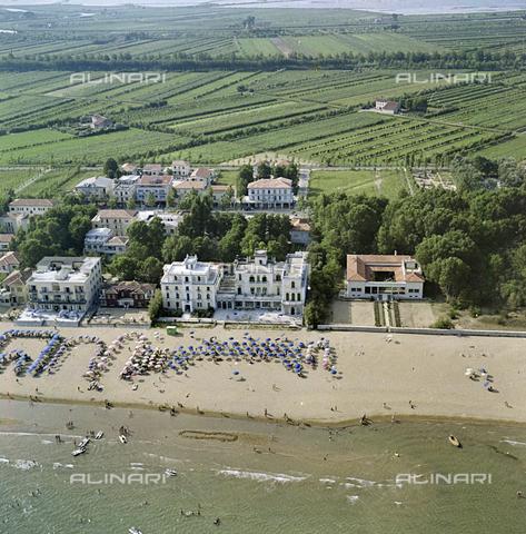 FVA-S-256000-0184 - Veduta aerea del litorale, Venezia - Data dello scatto: 1950 ca. - Archivi Alinari-donazione Ferruzzi, Firenze