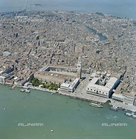 FVA-S-256000-0190 - Veduta aerea di Venezia: piazza San Marco - Data dello scatto: 1950 ca. - Archivi Alinari-donazione Ferruzzi, Firenze
