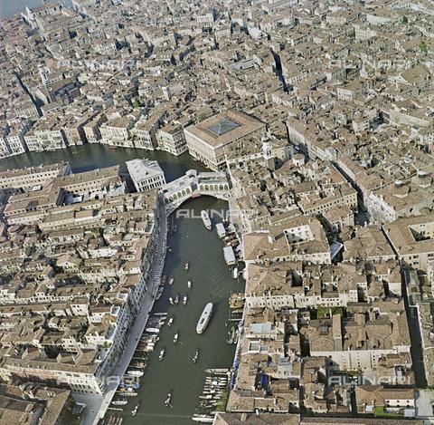 FVA-S-256000-0193 - Veduta aerea di Venezia: il Canal Grande - Data dello scatto: 1950 ca. - Archivi Alinari, Firenze