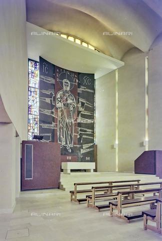 FVA-S-260000-0017 - Chiesa di San Lorenzo Giustiniani, interno con pannello raffigurante Cristo, Mestre, Venezia - Data dello scatto: 1961 - Archivi Alinari-donazione Ferruzzi, Firenze