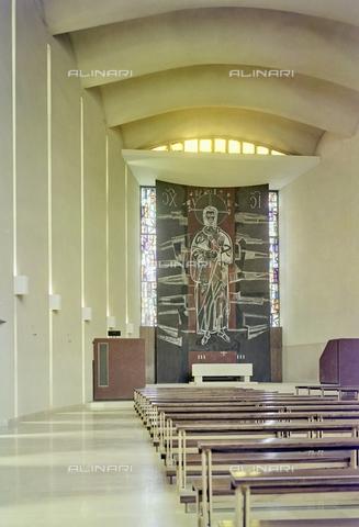 FVA-S-260000-0019 - Chiesa di San Lorenzo Giustiniani, interno con pannello raffigurante Cristo, Mestre, Venezia - Data dello scatto: 1961 - Archivi Alinari-donazione Ferruzzi, Firenze