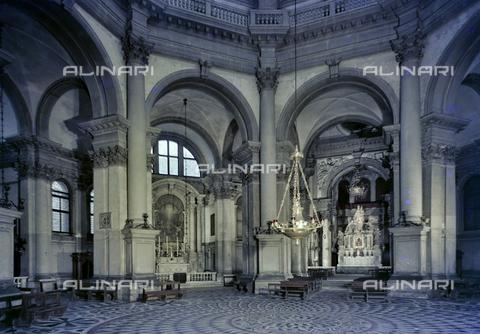 FVA-S-260000-0035 - Basilica di Santa Maria della Salute, interno, Venezia - Data dello scatto: 1955 ca. - Archivi Alinari, Firenze