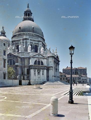 FVA-S-260000-0037 - Basilica di Santa Maria della Salute, Venezia - Data dello scatto: 1955 ca. - Archivi Alinari, Firenze