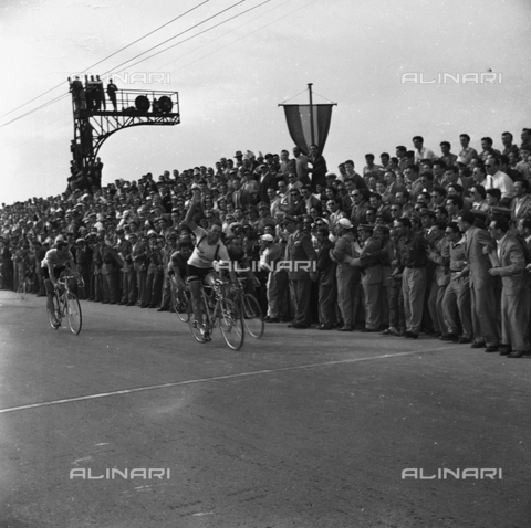FVA-S-720001-0001 - 34th edition of the Giro d'Italia: the arrival in Venice of the Belgian cyclist Rik Van Steenbergen, winner of the 15th leg