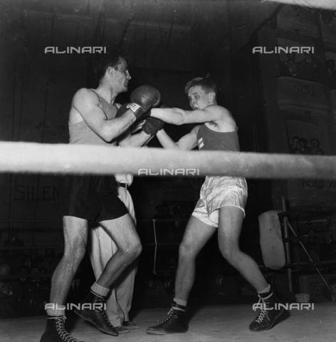 FVA-S-720002-0004 - Boxing match