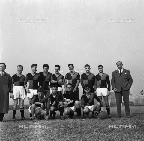 FVA-S-720004-0009 - Portrait of a soccer team during a tournament