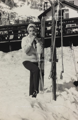 FVD-F-012062-0000 - Female portrait, Cortina d'Ampezzo