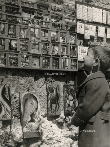 "FVD-F-014369-0000 - ""San Gimignano with Alexander"", portrait of little boy as he watches the display of postcards"
