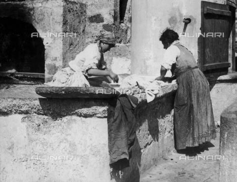 FVD-S-006542-00B6 - Donne al lavatoio - Data dello scatto: 1895-1910 - Donazione Biondi / Archivi Alinari, Firenze