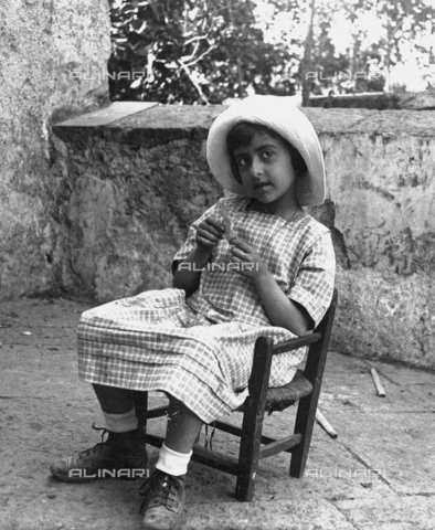 "FVD-S-006542-0D10 - ""Little girl on a chair at Villa Belvedere"""
