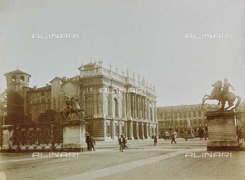 FVQ-F-000022-0000 - Piazza Castello a Torino - Data dello scatto: 12/09/1924 - Raccolte Museali Fratelli Alinari (RMFA), Firenze