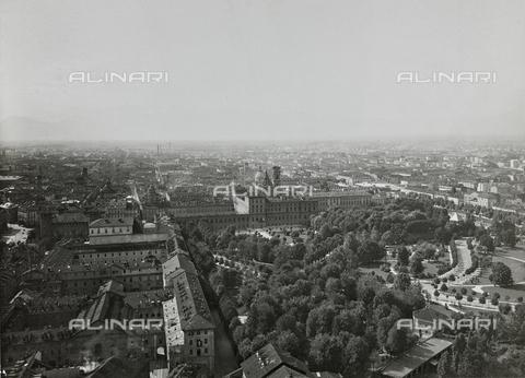 FVQ-F-000024-0000 - Veduta aerea di Torino - Data dello scatto: 1925 ca. - Raccolte Museali Fratelli Alinari (RMFA), Firenze