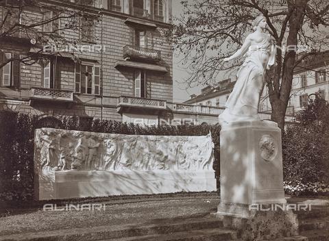 FVQ-F-000034-0000 - La Seminatrice, monumento a Edmondo De Amicis, Edoardo Rubino (Torino, 1871 - 1954), Piazza Carlo Felice, Torino - Data dello scatto: 30/10/1923 - Raccolte Museali Fratelli Alinari (RMFA), Firenze