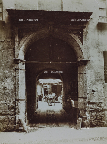 FVQ-F-000306-0000 - Portale di ingresso dell'albergo Fucina a Torino - Data dello scatto: 1925-1935 - Raccolte Museali Fratelli Alinari (RMFA), Firenze