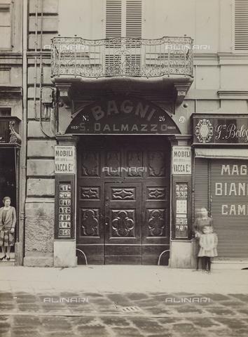 FVQ-F-000338-0000 - Portone di ingresso dei Bagni S. Dalmazzo, Torino - Data dello scatto: 1925-1935 - Raccolte Museali Fratelli Alinari (RMFA), Firenze