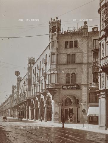 FVQ-F-000722-0000 - Strada di Torino con insegna della Sartoria Barale - Data dello scatto: 24/08/1924 - Raccolte Museali Fratelli Alinari (RMFA), Firenze
