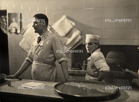 FVQ-F-005438-0000 - Forno per farinata a Torino - Data dello scatto: 1937 - Archivi Alinari, Firenze