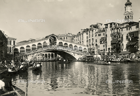 FVQ-F-008344-0000 - View of the Rialto Bridge in Venice during a regata