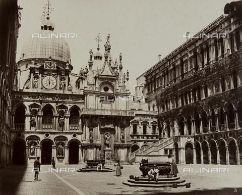 FVQ-F-023744-0000 - The courtyard of Palazzo Ducale, Venice - Data dello scatto: 1875 ca. - Archivi Alinari, Firenze