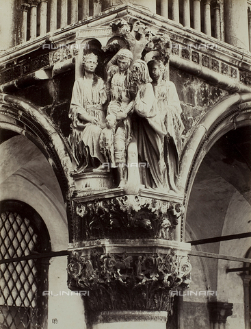 FVQ-F-023749-0000 - The Judgment of Solomon in the façade of the Palazzo Ducale, Venice - Data dello scatto: 1865-1875 - Archivi Alinari, Firenze