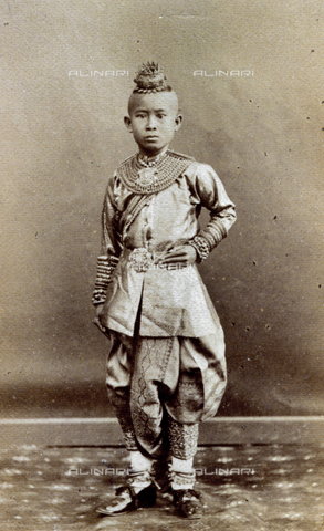 FVQ-F-027654-0000 - Full-length portrait of a Siamese child in elegant tradtional carments adorned with jewellery - Date of photography: 1860 - 1870 ca. - Fratelli Alinari Museum Collections, Florence