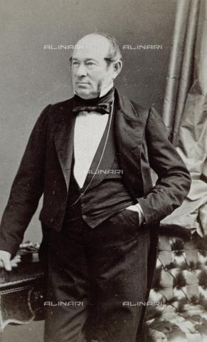 FVQ-F-027671-0000 - Ritratto a tre quarti di figura del celebre compositore austriaco Johann Junior Strauss in eleganti abiti ottocenteschi - Data dello scatto: 1880 ca. - Archivi Alinari, Firenze