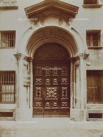 FVQ-F-029855-0000 - Portone di un palazzo di Torino - Data dello scatto: 17/10/1926 - Raccolte Museali Fratelli Alinari (RMFA), Firenze