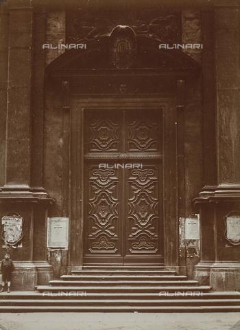 FVQ-F-029857-0000 - Portone di una chiesa di Torino - Data dello scatto: 19/10/1929 - Raccolte Museali Fratelli Alinari (RMFA), Firenze