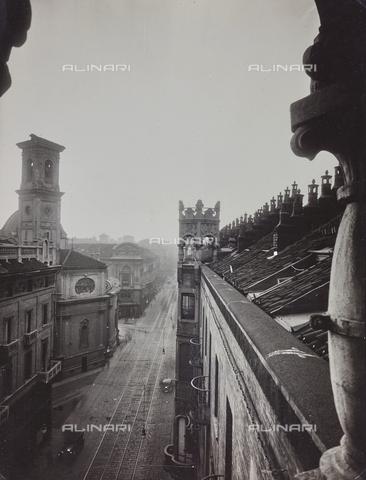 FVQ-F-029877-0000 - Veduta di via Pietro Micca con la Chiesa di San Tommaso a Torino - Data dello scatto: 1920-1930 ca. - Raccolte Museali Fratelli Alinari (RMFA), Firenze