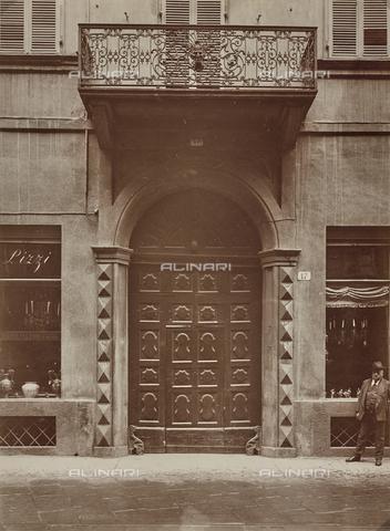 FVQ-F-029880-0000 - Portone di un palazzo di Torino - Data dello scatto: 1930 ca. - Raccolte Museali Fratelli Alinari (RMFA), Firenze